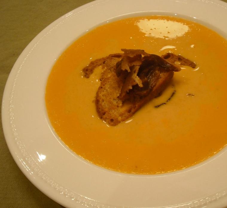 Roasted cauliflower soup with smoked paprika